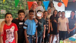 Meester Marc was gisteren jarig en zo lief verrast door de kinderen! Go groep 8 👏🏼🎉🧁