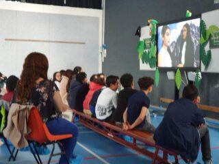 In plaats van een eind musical speelden alle kinderen uit groep 8 een rol in de eindfilm: de avontuurlijke reünie 🌴🍹🦩