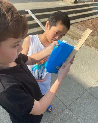 Groep 5 leert elke centimeter van het schoolplein kennen 📏📐🤩